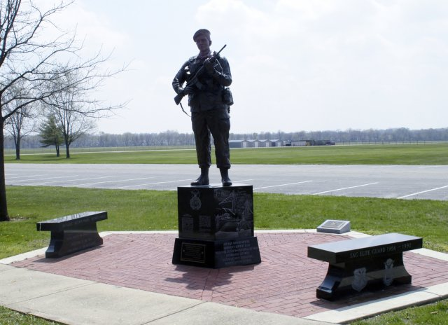 Defender_Statue_WPAFB_OH